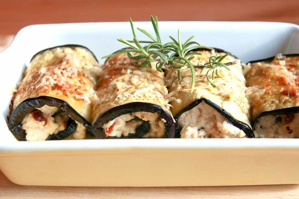 Amazing eggplant rolls with cheese