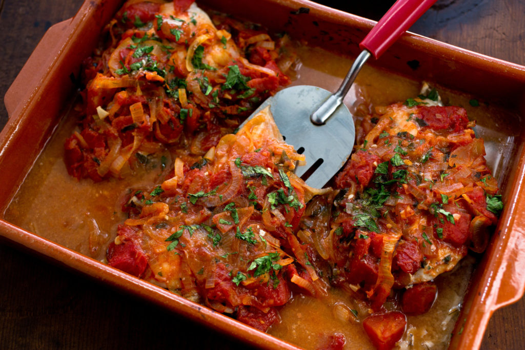 Braised fish with tomatoes