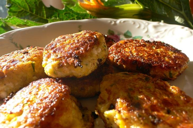 Delicate cutlets from zucchini and minced meat
