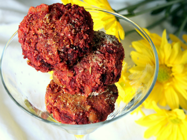 Dietitian cutlets from beans with beets