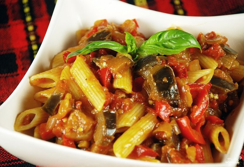 Pasta with eggplants and tomatoes