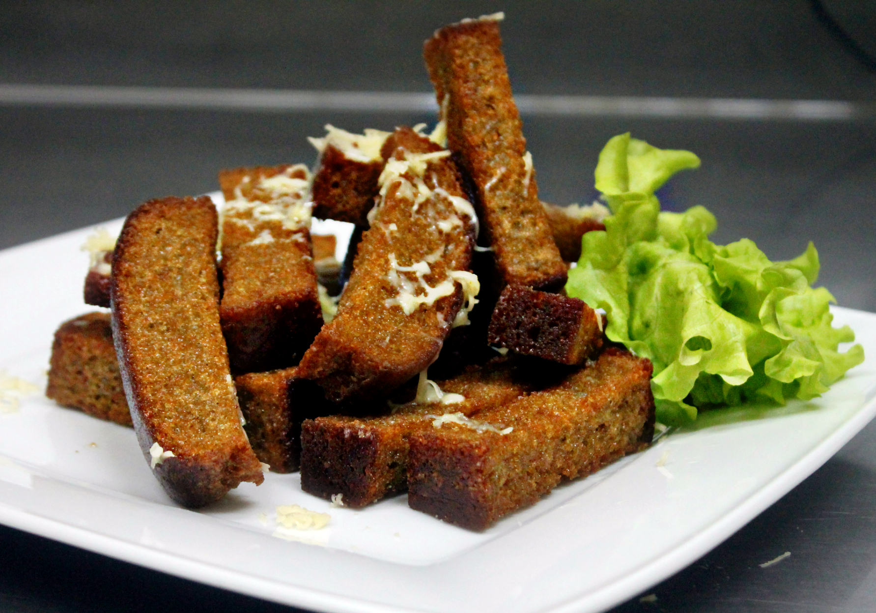 Spicy croutons with garlic and cheese