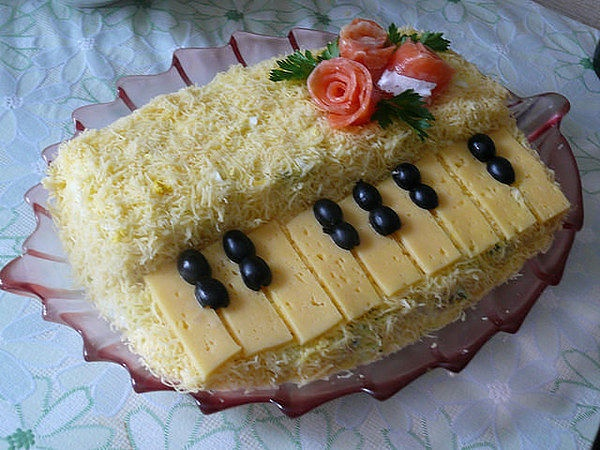 "An original salad ""Piano"""