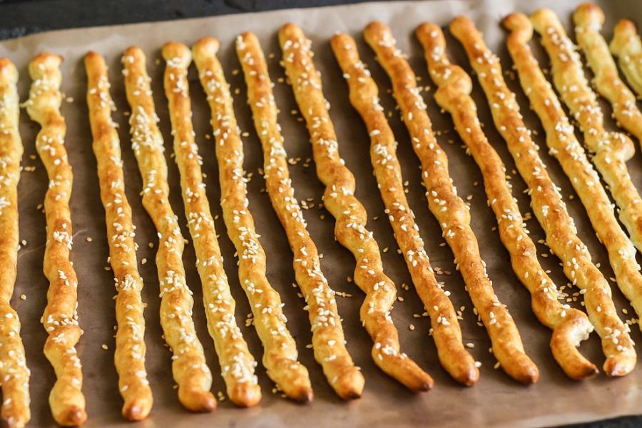 Crispy sticks from diet cottage cheese