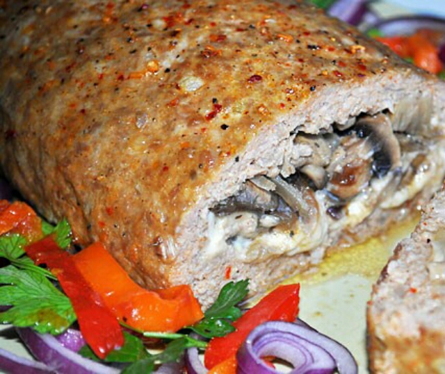 Stunned meat roll stuffed with minced meat