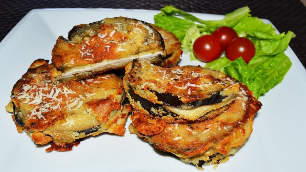 Amazing eggplants baked with chicken fillet