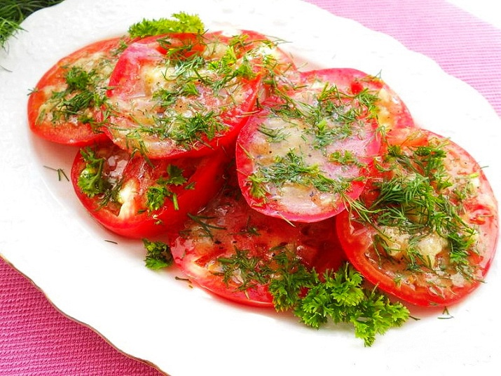 Marinated tomatoes: a bright snack for any table