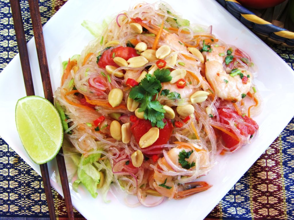 Cellophane noodles with vegetables and shrimps