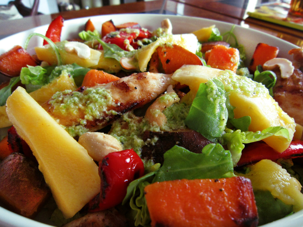 Salad with chicken, cashew and lime