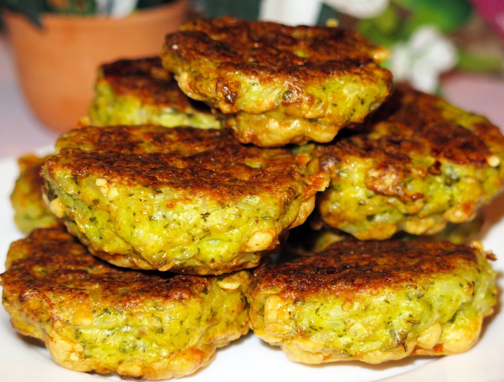 Wonderful chicken cutlets with celery: especially for children