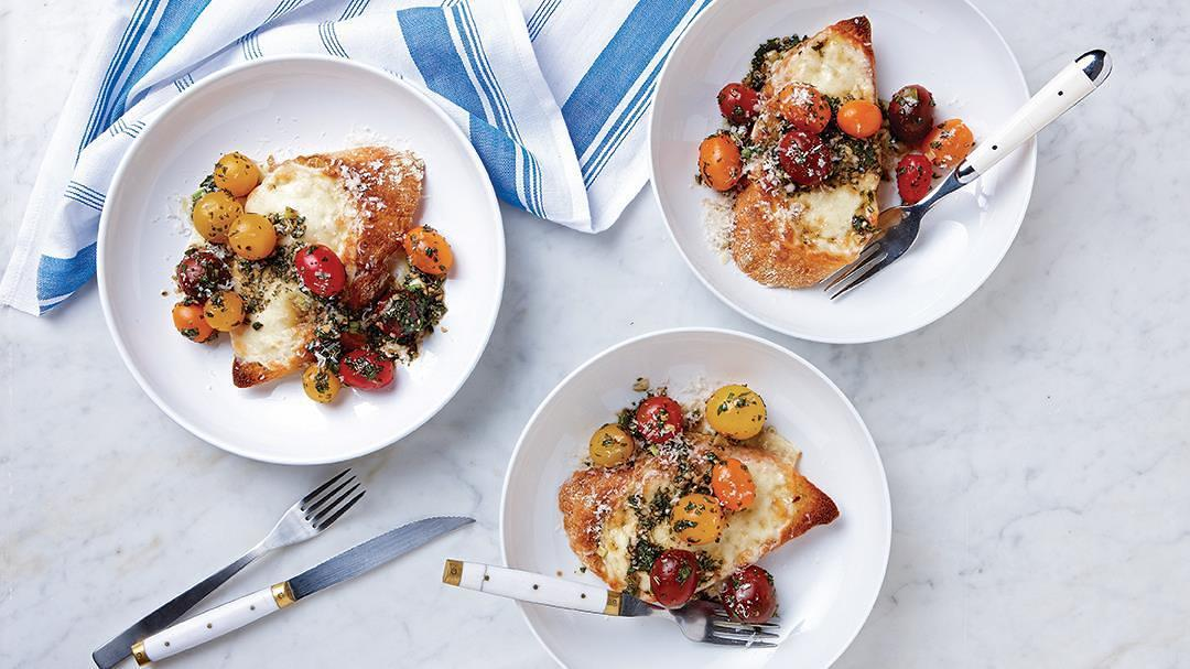 Cherry tomatoes with garlic bread