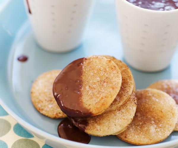 Cinnamon Crisps with Hot Chocolate