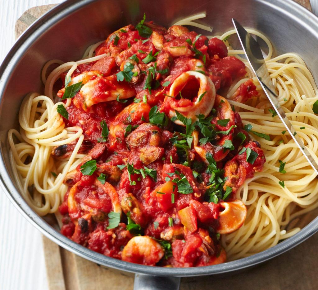 Pasta with fish sauce - recipe for Italian cuisine