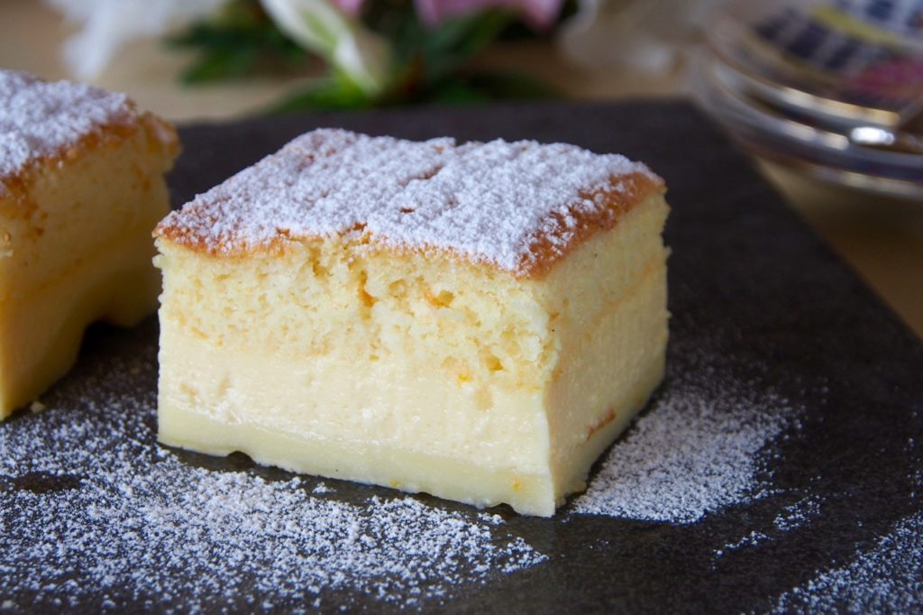 Quickly prepared cake with custard in a frying pan