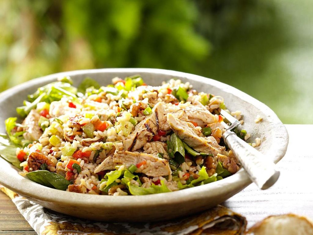 Salad with chicken and rice: perfect idea for a festive table