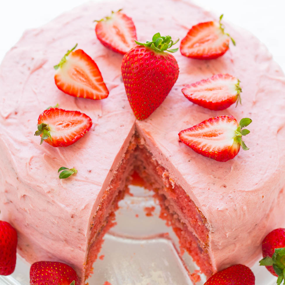 Strawberry cake, you can't but try it!