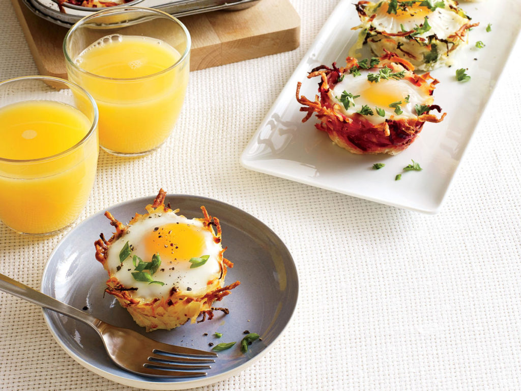 Pretty baskets: potatoes in the oven with eggs