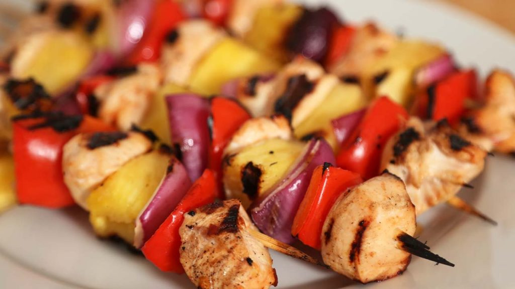 Chicken shish kebabs in the oven with vegetable garnish