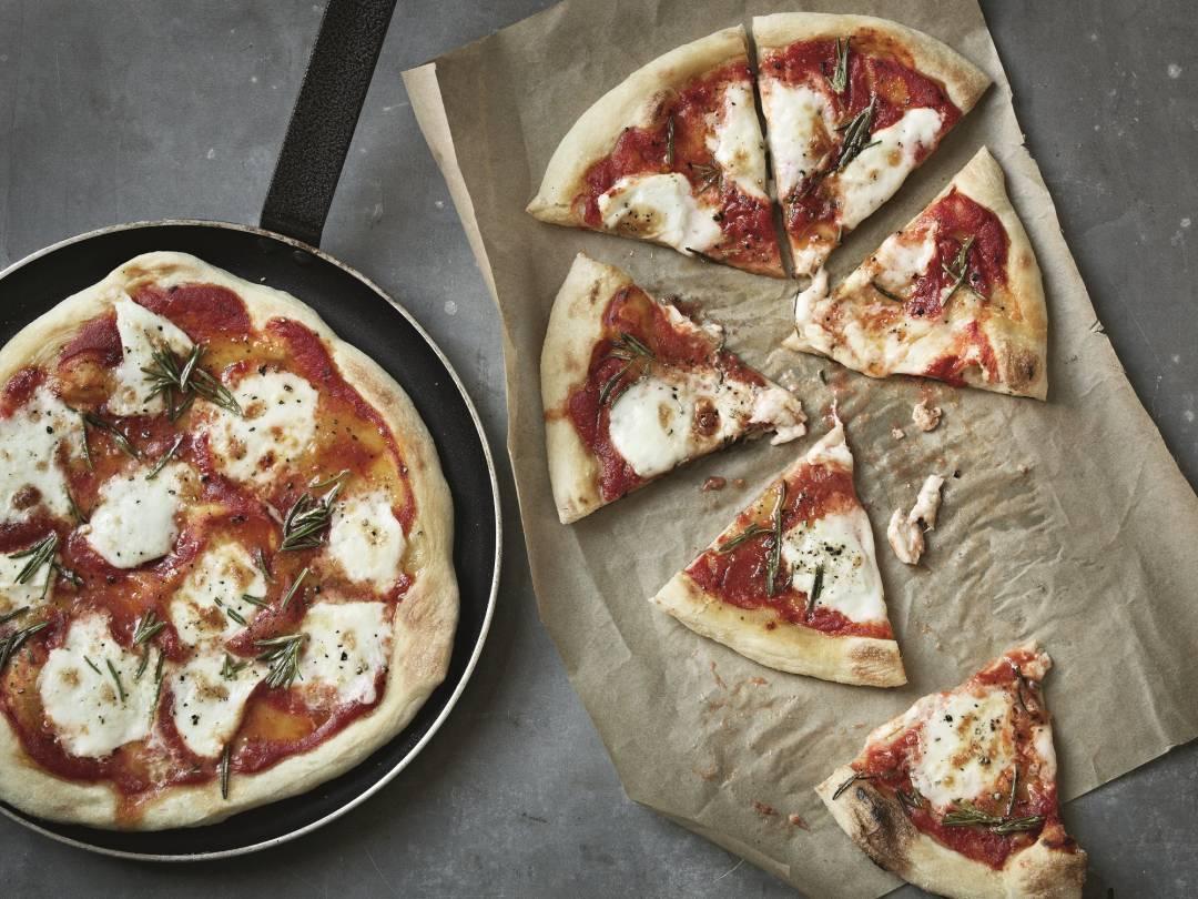 Mozzarella and Rosemary Pizza