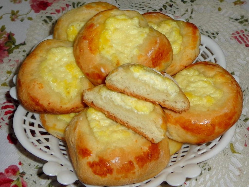 Russian pies with cheese