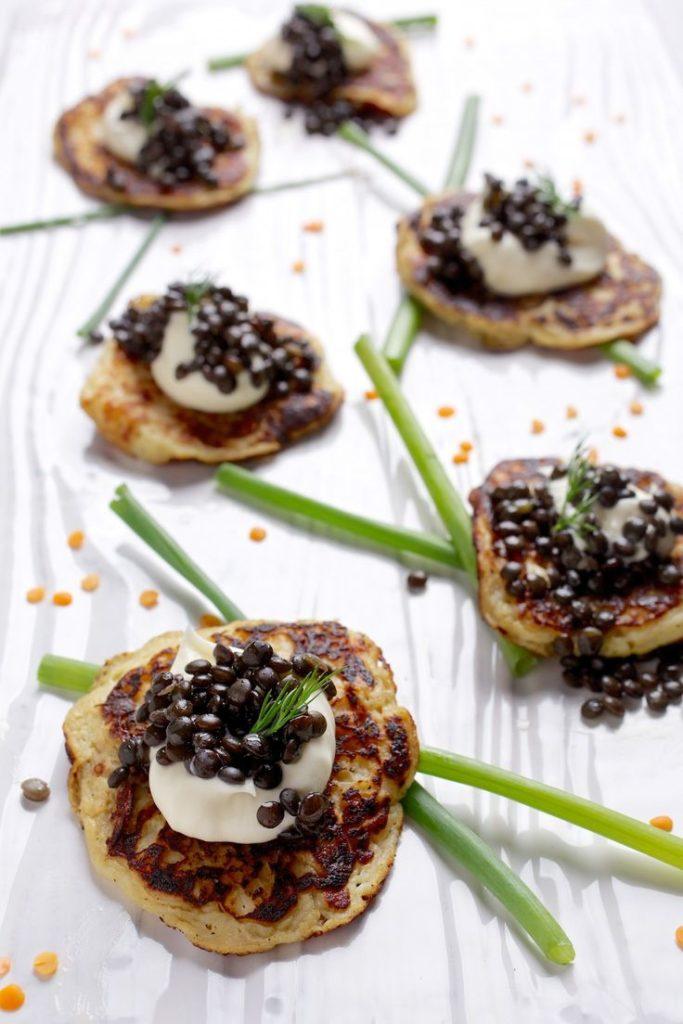 Unusual snack: seashells with caviar