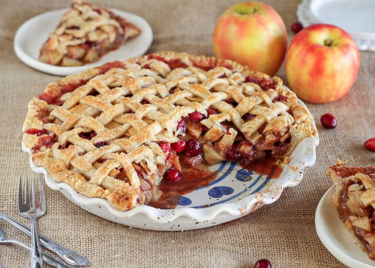 Apple pie with cranberries: delicious pastries with health benefits!