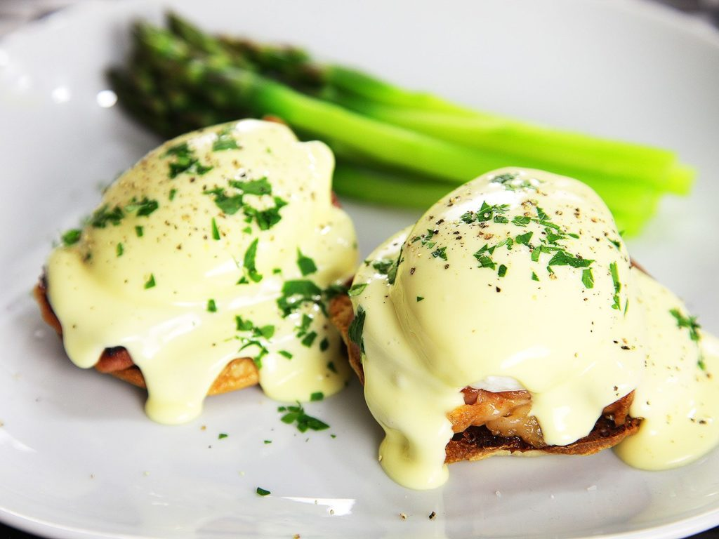 How to cook eggs called Benedict?