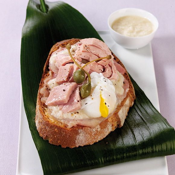 Bread with a thick crust with tuna and eggs poached